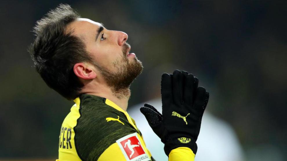 Alcácer, en un partido con el Borussia de Dortmund.ç