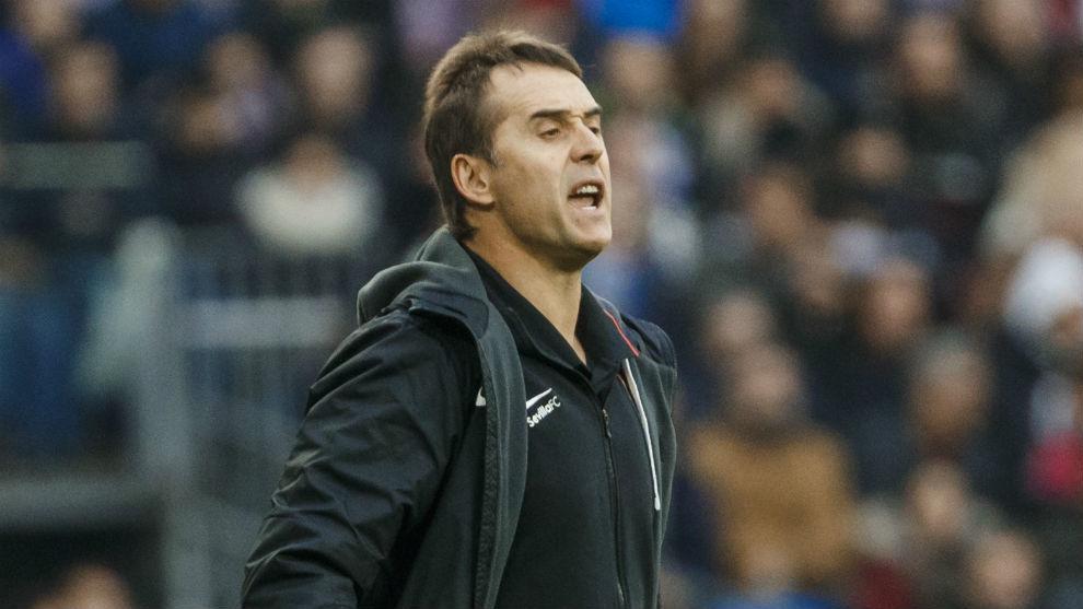 El técnico sevillista Julen Lopetegui (53) analiza la derrota en el...