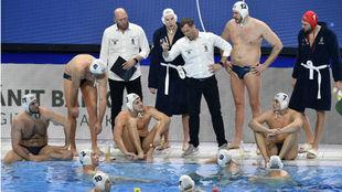 La selección húngara durante un tiempo muerto