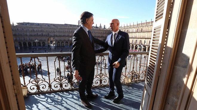 Carlos García Carbayo, junto con Rubiales en la Plaza Mayor de...