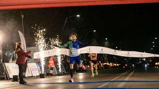 Fernando Carro cruza la línea de meta en Jaén
