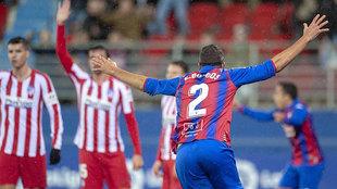 Esteban Burgos celebra su gol contra el Atlético.