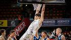 Tristan Tsalikis-Vouktsevits hace un mate en el partido ante el Alba...