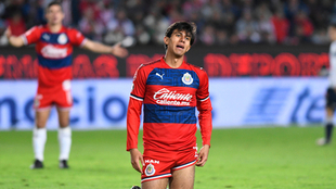 Macías en lamento durante el Pachuca vs Chivas.