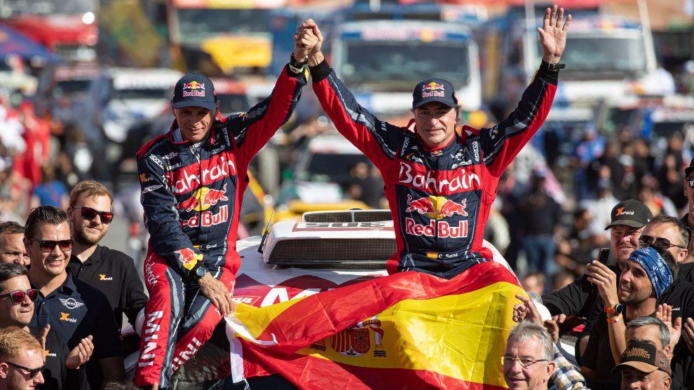 Sainz y Cruz, en lo más alto del podio del Dakar 2020.