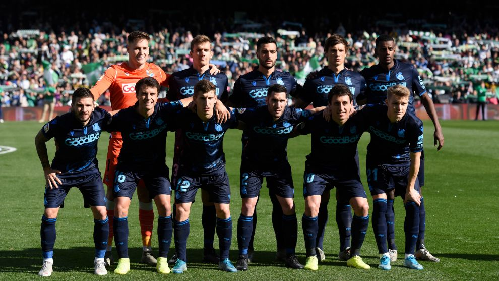 El equipo titular de la Real en el Benito Villamarín.