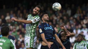 Borja Iglesias remata para hacer el 1-0.