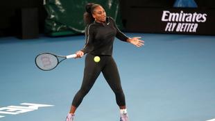 Serena Williams durante una práctica en el Australia Open.