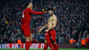 Van Dijk y Salah celebrando el tanto del egipcio.