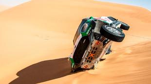 El Mini de Seaidan, varado en una duna.