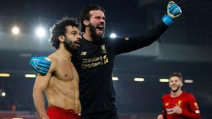 Salah y Becker festejan la victoria ante el United.