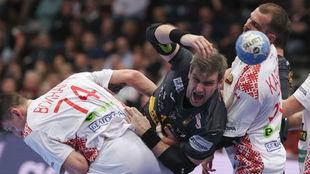 Julen Aginagalde lanza entre la defensa de Bielorrusia
