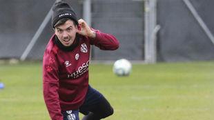 Joaquín, en un entrenamiento con el Huesca.