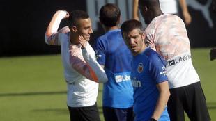 Rodrigo y Ceades durante un entrenamiento del Valencia.