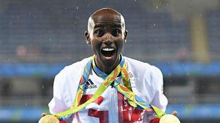 Mo Farah, con las medallas olímpicas de Río.