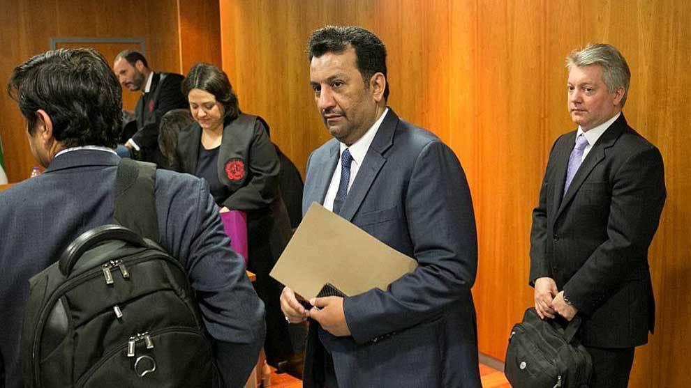 Abdullah Ghubn Al Thani, con su equipo y traductor en un Juzgado de...