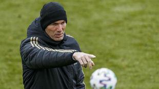 Zidane, en el entrenamiento de ayer del Real Madrid.