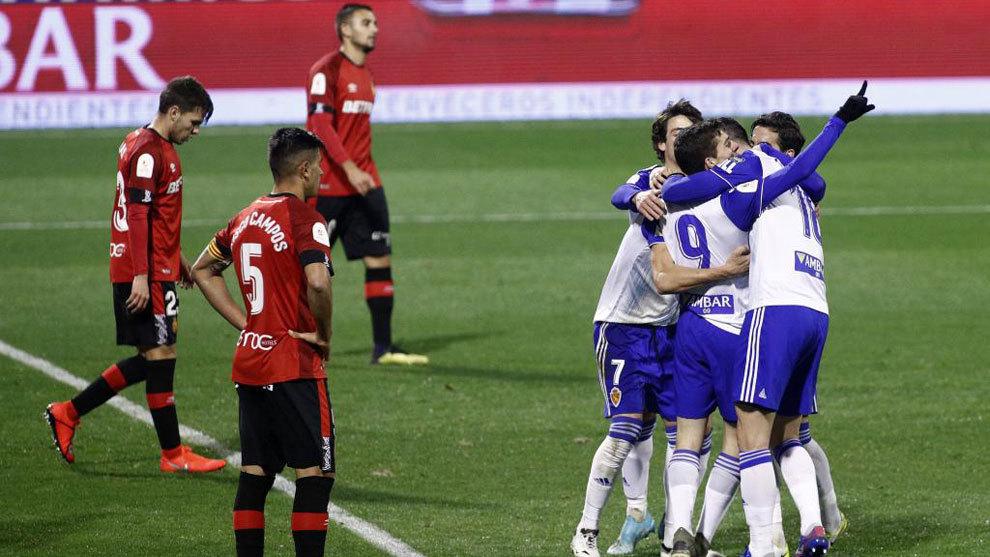 Soro y Linares celebran el 3-0.