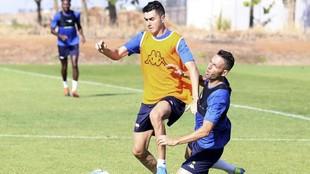 Rafa Mújica y David Rocha, en un entrenamiento con el Extremadura.