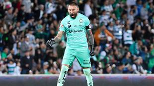 Jonathan Orozco celebra un gol de Santos.