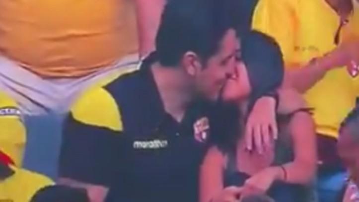 Resultado de imagen para Destruyeron mi relación, dice infiel que fue captado en kiss cam