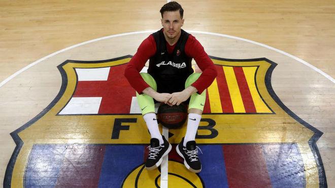 Thomas Heurtel posa sobre el escudo del Barça para MARCA
