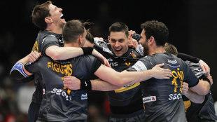 Los jugadores españoles celebran el pase a semifinales del Europeo /