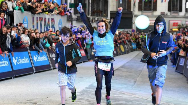 Francesca Canepa, a su entrada en meta como ganadora del Ultra Trail...