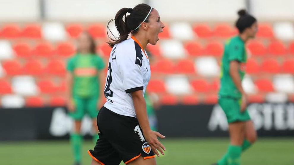 Mari Paz Vilas celebra un gol esta temporada.