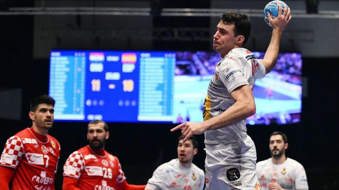 Ariño, en una lanzamiento ante Croacia /