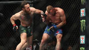 'Cowboy' Cerrone siendo castigado por McGregor.