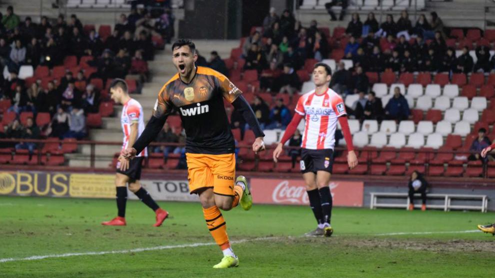 Maxi Gómez celebra el gol de Valencia.