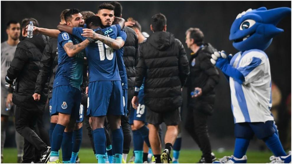 Los jugadores del Oporto celebran el pase a la final de la Copa de la...