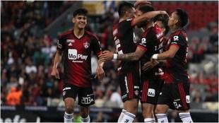 Los Rojinegros vencen al Toluca.