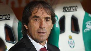 Guillermo Almada, técnico de Santos.