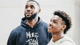 LeBron James y su hijo 'Bronny'
