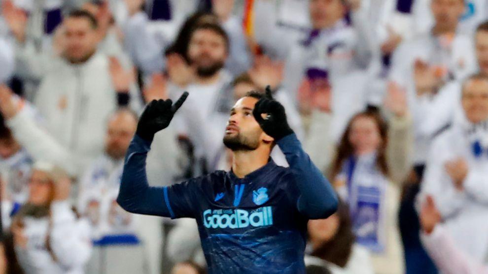Willian José celebra un gol con la Real.