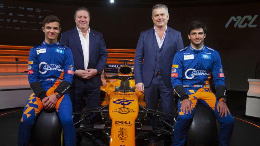 Lando Norris, Zak Brown, Gil de Ferran y Carlos Sainz.