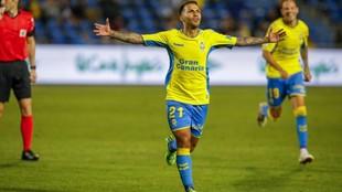 Jonathan Viera celebra un gol con la camiseta de Las Palmas