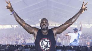 Shaquille O'Neal, ejerciendo de DJ.