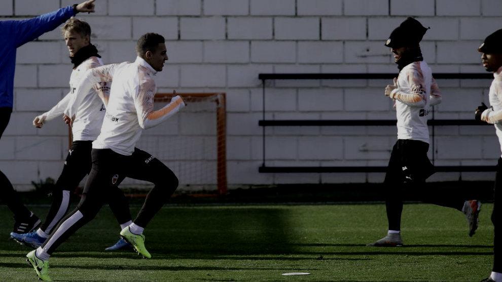 Rodrigo, en un entrenamiento con el Valencia.