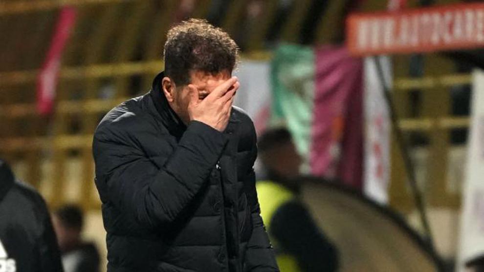 El entrenador argentino del Atlético de Madrid Diego <HIT> Simeone...
