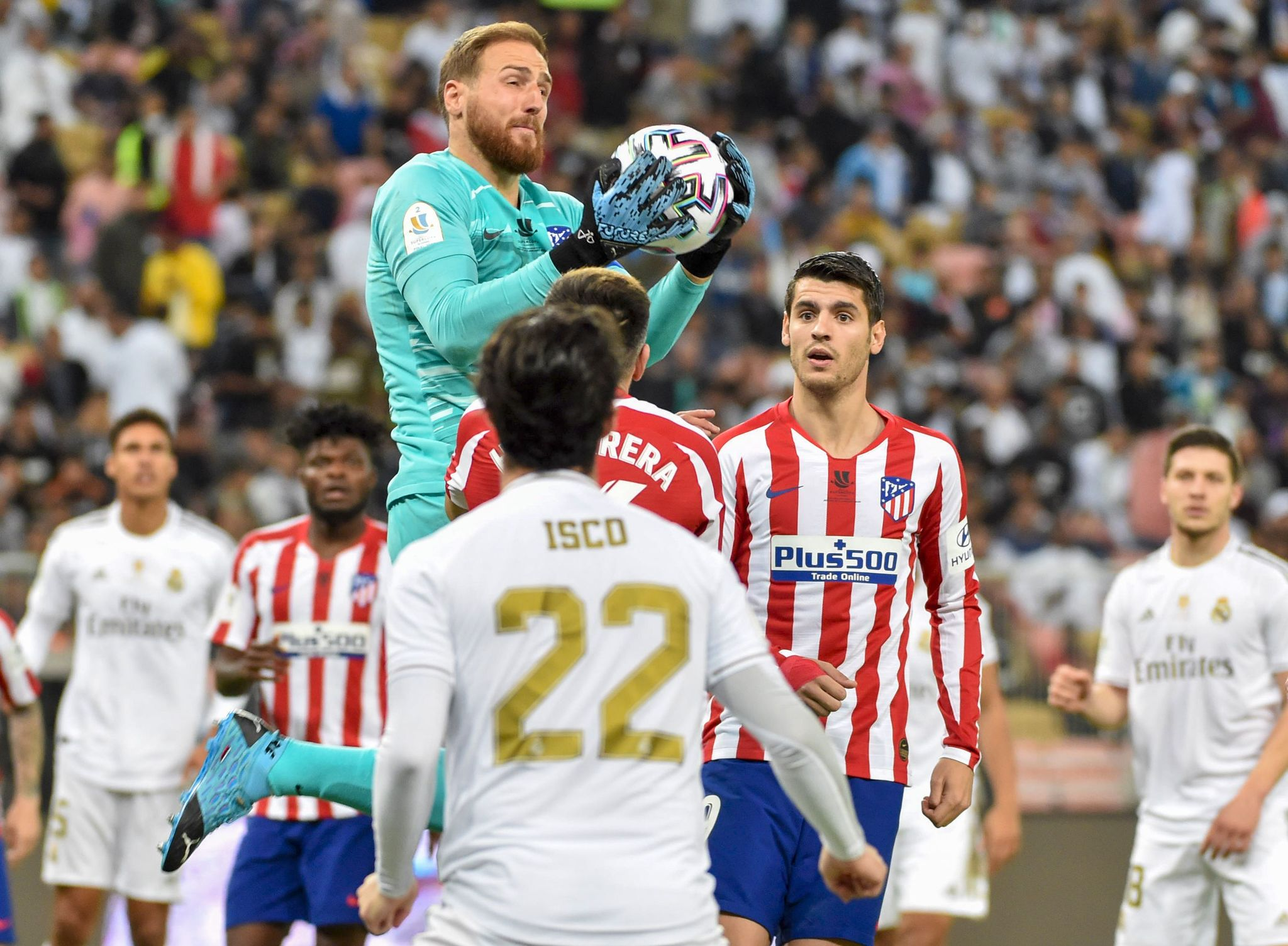 Atletico Madrids Slovenian goalkeeper Jan <HIT>Oblak</HIT> (C) gather the cross during the Spanish Super Cup final between Real Madrid and Atletico Madrid on January 12, 2020, at the King Abdullah Sports City in the Saudi Arabian port city of Jeddah. (Photo by FAYEZ NURELDINE / AFP)