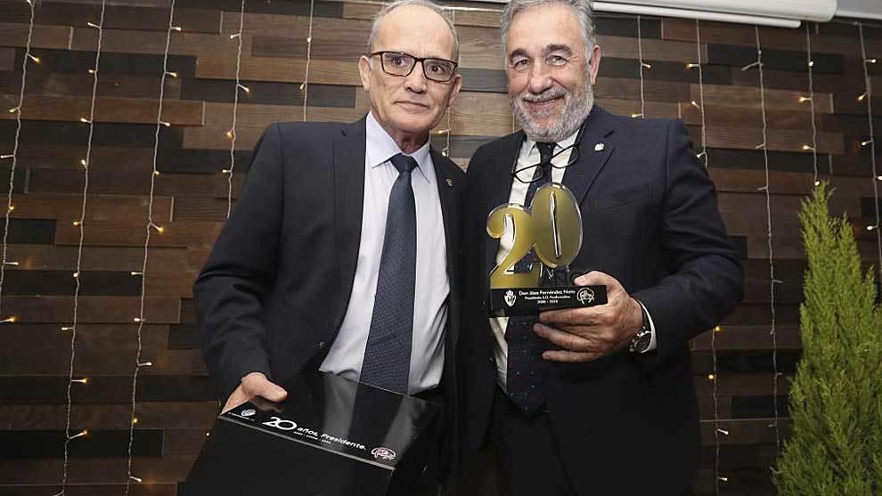 Homenaje a Jose Fernandez Nieto, presidente de la Deportiva por sus 20...