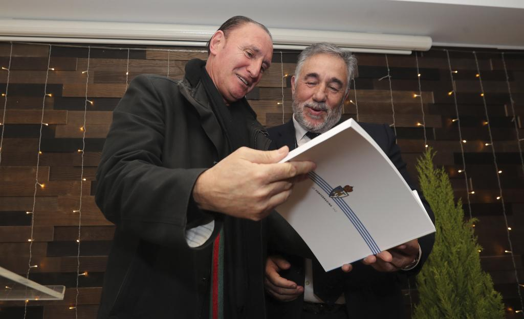 Junto a Pichi Lucas, entrenador del primer ascenso a Segunda, que le...