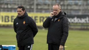 Víctor Fernández junto a Loreto en el entrenamiento de este viernes.