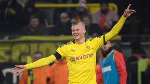Haaland celebra uno de sus goles al Colonia.