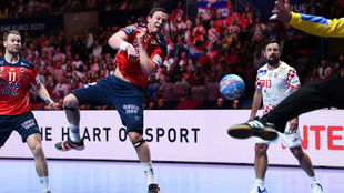 Sagosen, marcando uno de los 10 goles que le hizo a Croacia en la...
