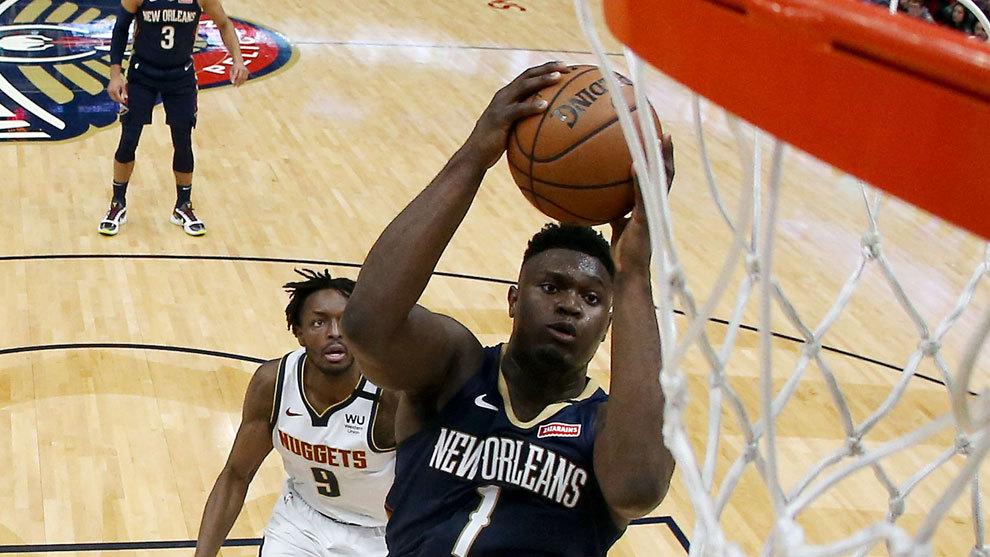 Zion Williamson ataca el aro de los Nuggets