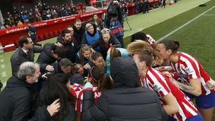 Las jugadoras del Atlético de Madrid hacen piña antes de empezar el...